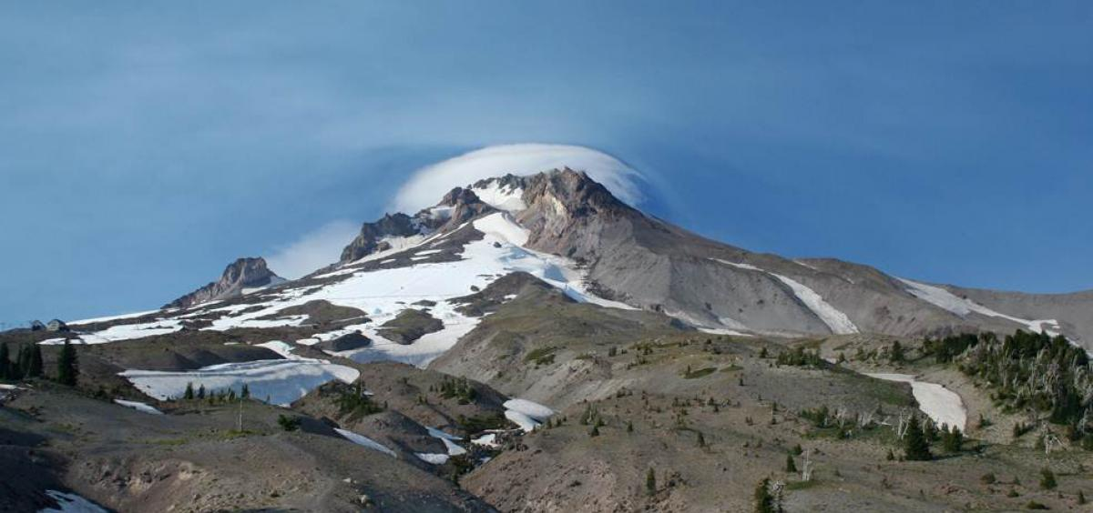 volcanoes including mt hood can go from dormant to active quickly
