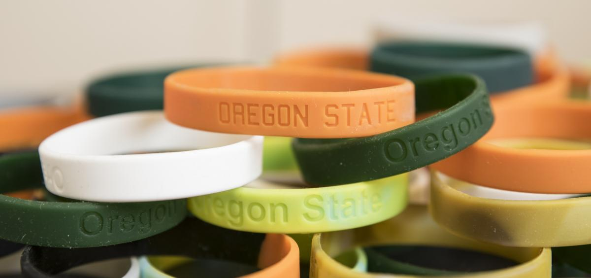 Chemical-sampling wristbands made of silicone monitor exposure to environmental pollutants