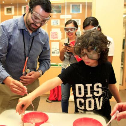 A Juntos student from Yamhill County participates in a science/STEM Camp at Oregon State University led by José García (left).